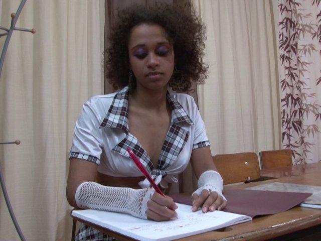 jeune etudiante catholique black de 18 ans tres coquine