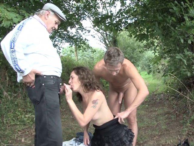 baise en taxi elle se tape un vieux