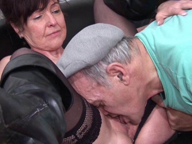 papy encule mamie cougar gros sein