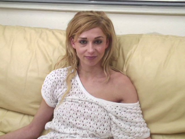 casting d'une jolie amatrice blonde