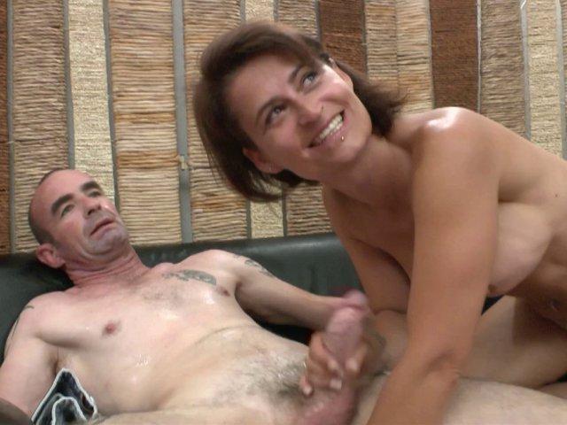 ça lui plait d'être filmée en baisant avec son epoux