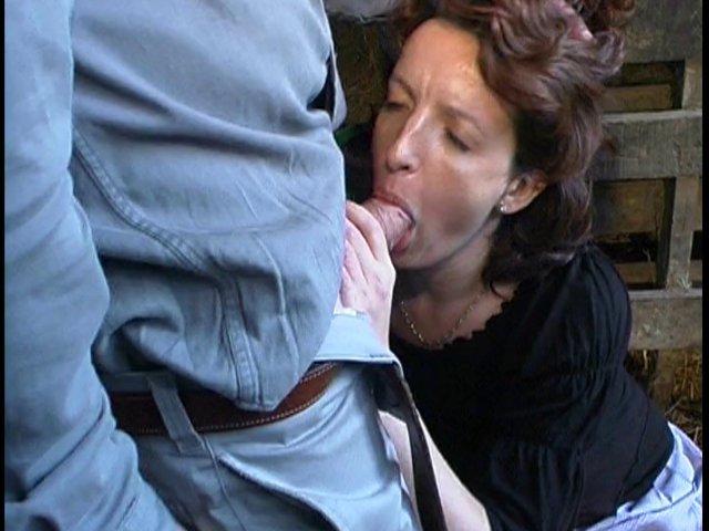 il encule sa voisine baise dans la paille